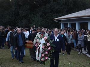Enterro da Miss Fabiane Niclotti (Foto: Mateus Fontana / Divulgação)