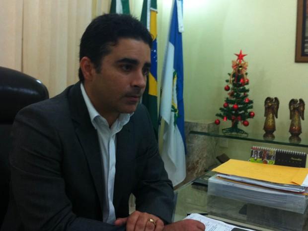 Prefeito Francisco José Junior acredita que Santuário vai impulsionar economia da cidade (Foto: Fred Carvalho/G1)