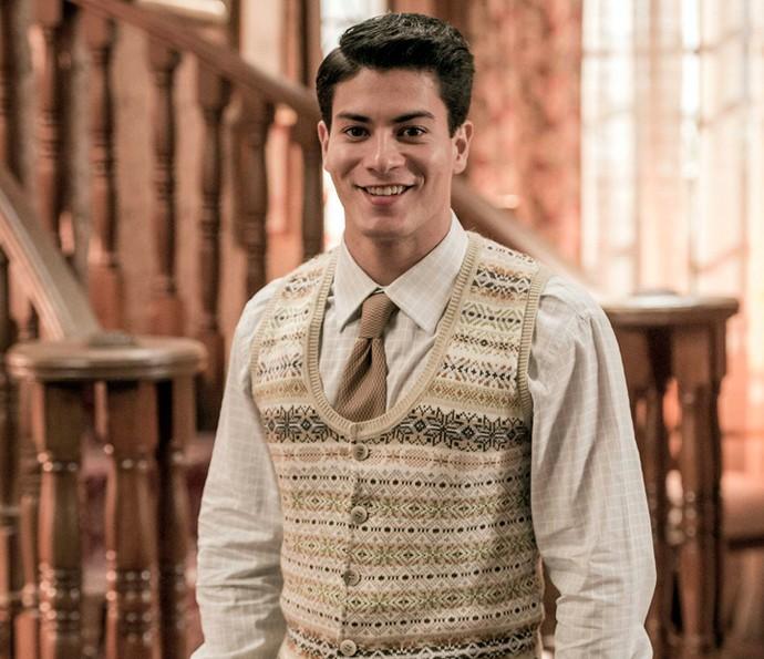 O figurinho de Osório (Arthur Aguiar) é composto por camisa de manga comprida, gravata e colete (Foto: TV Globo)