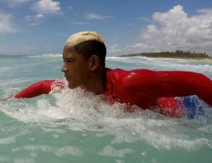 Wellington Reis surfe al (Foto: Padang Movie)