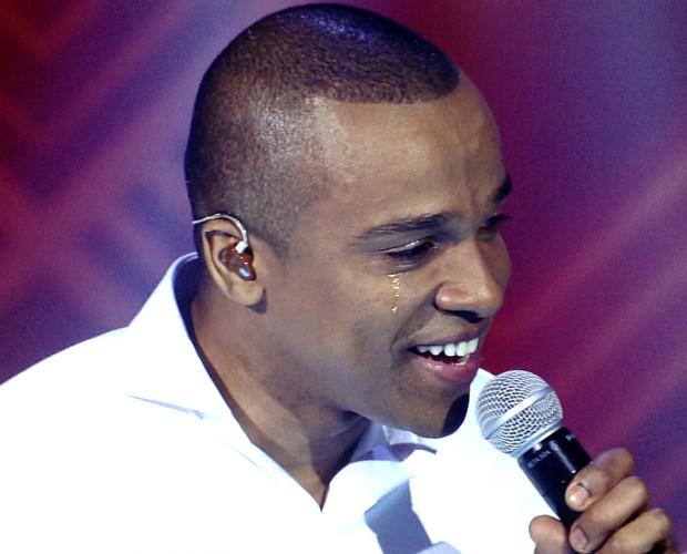 Alexandre Pires chora ao cantar 'Essa Tal de Liberdade' (Foto: Gshow)