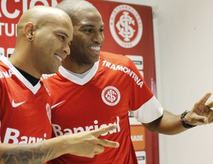 Gabriel e Hélder, novo laterais do Inter (Foto: Diego Guichard)