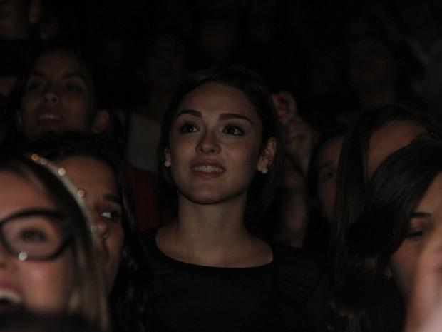 Isabelle Drummond de aparelho nos dentes em show em São Paulo (Foto: Leo Franco/ Ag. News)