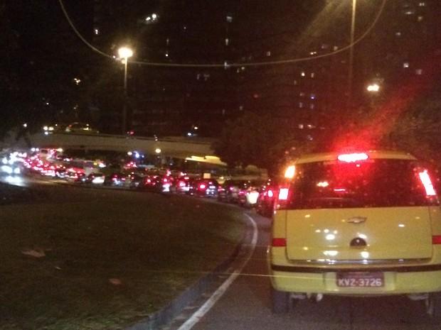 Trânsito ficou muito ruim no entorno de Copacabana (Foto: Marcelos Elizardo / G1)