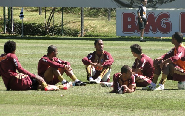 Ronaldinho Gaucho treino Atlético-MG (Foto: Fernando Martins / Globoesporte.com)