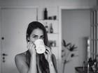Pérola Faria posa sensual com lingerie rendada para projeto