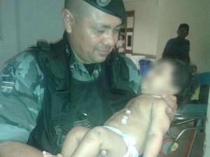Bebê de 3 meses que estava sendo ameaçado pelo pai foi resgatado pela PM (Foto: Jair Zemberg/ Arquivo pessoal)
