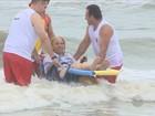 Projeto auxilia deficientes a tomarem banho de mar em praias do Sul de SC