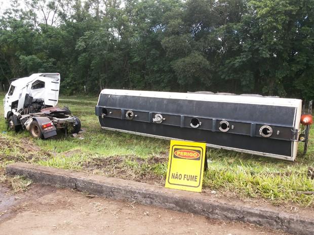 Acidente caminhão Dutra Jacareí (Foto: Wanderson Borges/TV Vanguarda)