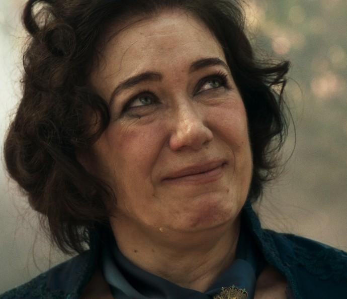 Virgínia chora e diz que seu filho Rubião vai vingar sua morte... mal sabe ela que ele foi o mandante do crime! (Foto: TV Globo)
