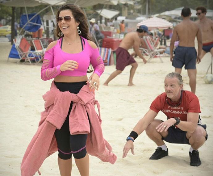 Fernanda Souza e Marcello Novaes gravam cenas de 'A Regra do Jogo' em Copacabana (Foto: Raphael Dias/Gshow)