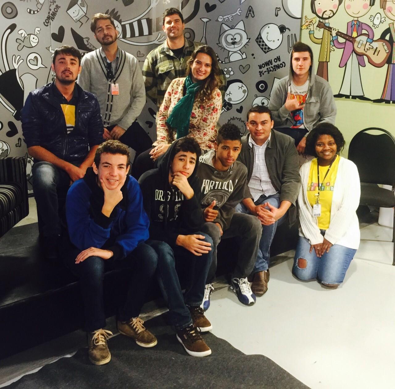 Alunos visitaram RBS TV (Foto: RBS TV/Divulgação)