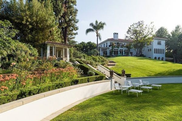 A casa comprada pela atriz Angelina Jolie para morar com os filhos (Foto: Reprodução)