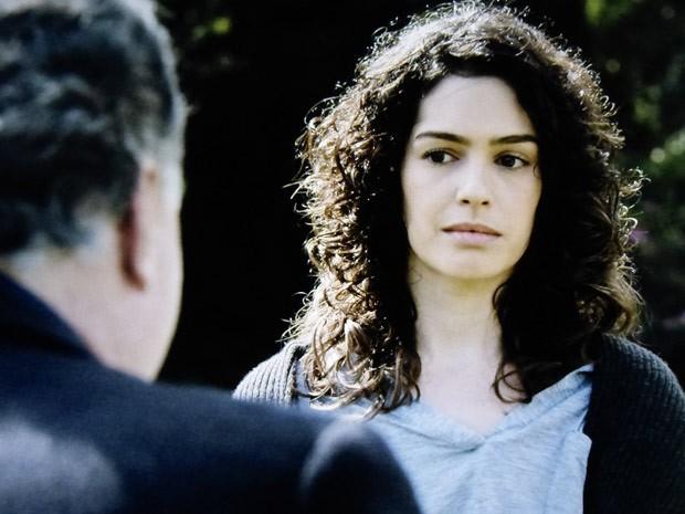 Camila fica balançada com proposta (Foto: O Rebu / TV Globo)