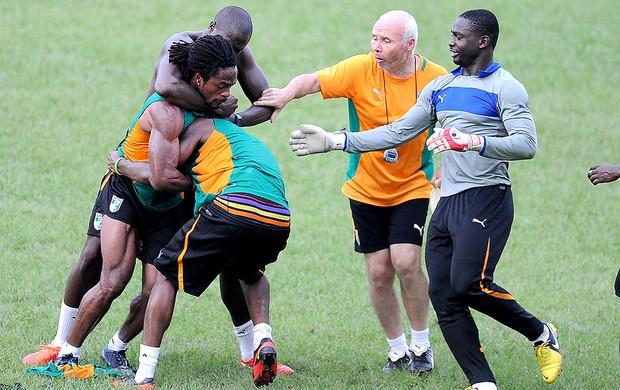 Jean-Marc confusão treino Costa do Marfim] (Foto: AFP)