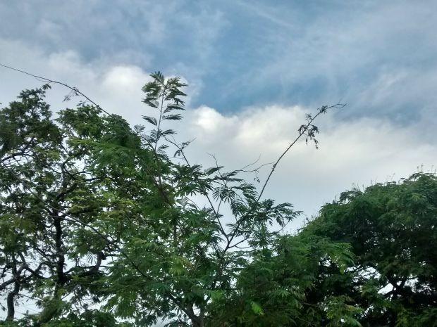 Céu nublado em Campo Grande na tarde desta segunda-feira (27) (Foto: Juliene Katayama/G1 MS)