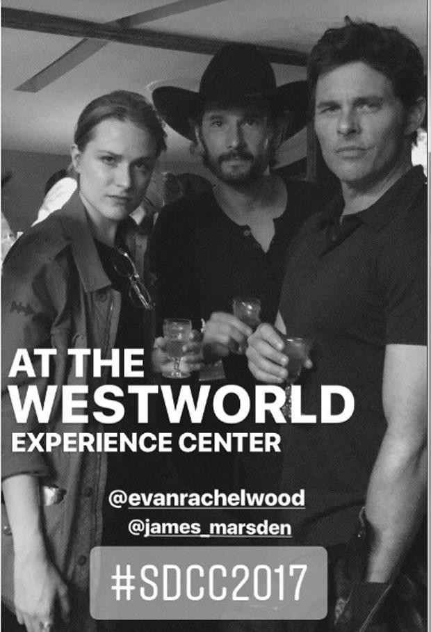 Evan, Rodrigo e James Marsden: drinks na SDCC (Foto: Reprodução Instagram)
