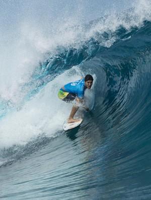 Gabriel Medina se entoca no tubo e impressiona juízes em Teahupoo, Taiti (Foto: WSL / Stephen Robertson)