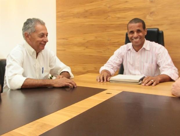Wilson de Jesus, presidente da Desportiva Ferroviária, e Juninho, prefeito de Cariacica (Foto: Divulgação/Prefeitura de Cariacica)