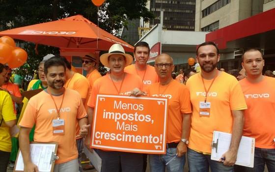Membros do Partido Novo participam de manifestação contra o governo na Avenida Paulista, em São Paulo (Foto: ÉPOCA)