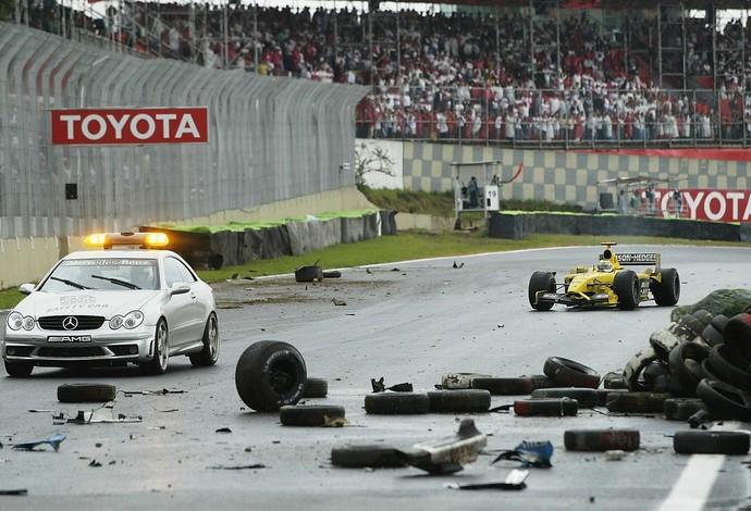 Em 2003, GP do Brasil foi marcado por corrida caótica e diversos acidentes em Interlagos (Foto: Getty Images)