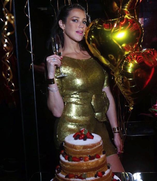 Luana escolheu um vestido todo dourado para o evento (Foto: Instagram/Reprodução)