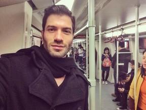 Ex-BBB Roni no metrô de Guangzhou, na China (Foto: Reprodução/Instagram)