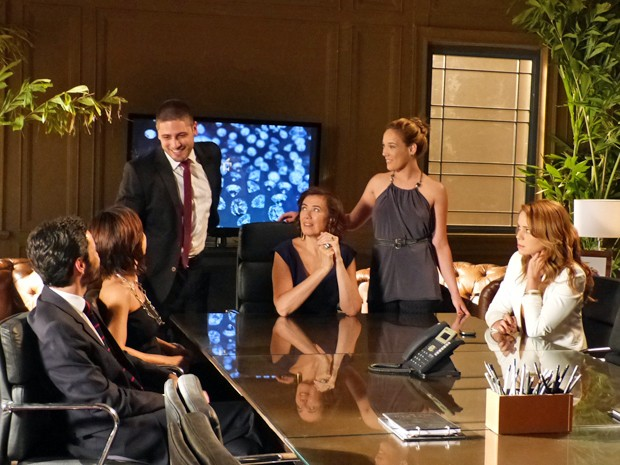 Cris não interage com o resto da família  (Foto: Gshow)