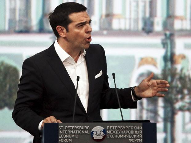 Primeiro-ministro da Grécia, Alexis Tsipras, em pronunciamento durante Fórum Econômico Mundial, em São Petersburgo, na Rússia (Foto: Grigory Dukor/Reuters )