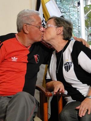 Eduardo Pimentel, ex-jogador do Newell's Old Boys e a esposa Ana (Foto: Valeska Silva / Globoesporte.com)