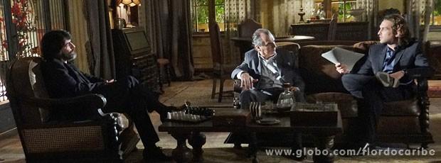 Dom Rafael consegue provas contra Cassiano com delegado e as entrega a Alberto (Foto: Flor do Caribe / TV Globo)