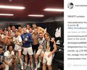 """Após dura vitória, elenco do Real se reúne para foto em vestiário: """"Grande família"""""""
