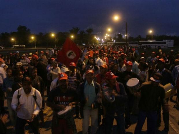 Integrantes do MST ocupam fábrica da Suzano no extremo sul da Bahia (Foto: Sulbahianews)