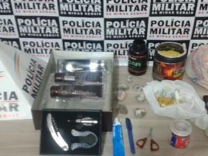 Drogas foram localizadas na casa dos suspeitos (Foto: Polícia Militar/Divulgação)