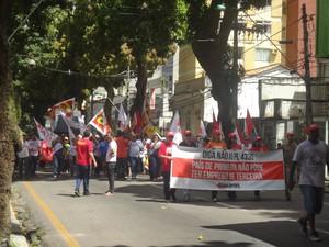 Manifestantes marcharam por Belém pedindo que presidente Dilma vete PL da terceirização (Foto: Dominik Giusti / G1)