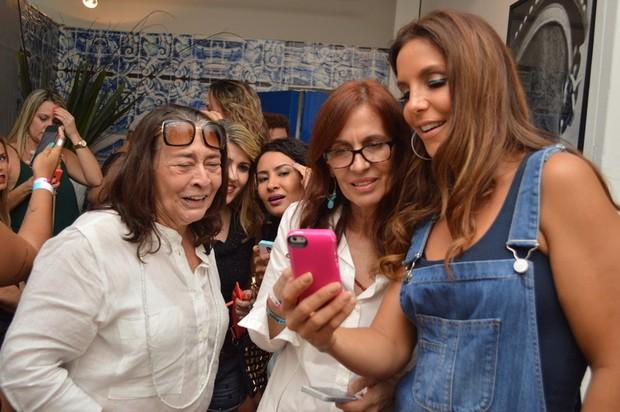 Sandra Gadelha, Flora Gil e Preta Gil (Foto: Felipe Souto Maior / AgNews)