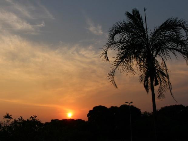 Céu de Campo Grande no fim da tarde de domingo (19) (Foto: Gabriela Pavão/ G1 MS)