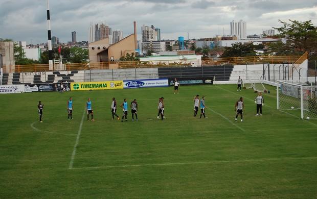 Treino do Treze no Estádio Presidente Vargas (Foto: Silas Batista / Globoesporte.com/pb)