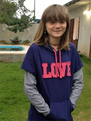 Isadora Faber criou uma página no Facebook para mostrar os problemas de sua escola em Florianópolis (Foto: Joana Caldas/G1)