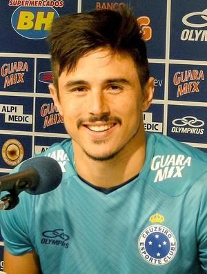 Willian coletiva Cruzeiro (Foto: Marco Antônio Astoni)