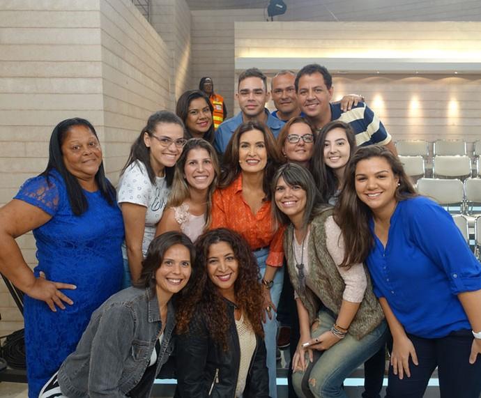 Fátima tira foto com a plateia do 'Encontro' (Foto: Vinícius Cunha/Gshow)
