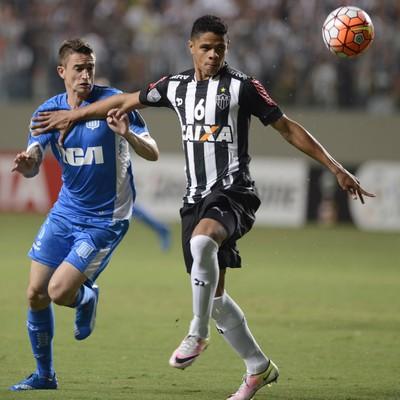 Douglas Santos; Atlético-MG (Foto: Eugenio Savio/AP)