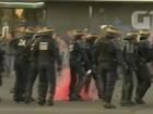 Courtney Love diz que teve carro atacado em greve de taxistas em Paris