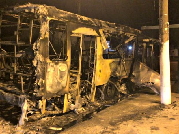 Bombeiros foram acionados e conseguiram controlar o fogo (Foto: Cristina Mayumi/TVCA)