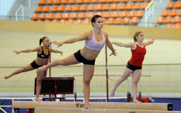 Jade Barbosa  ginasta especial (Foto: André Durão )