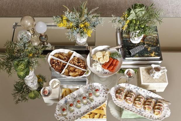 Resultado de imagem para aperitivos em mesas de centro e canto
