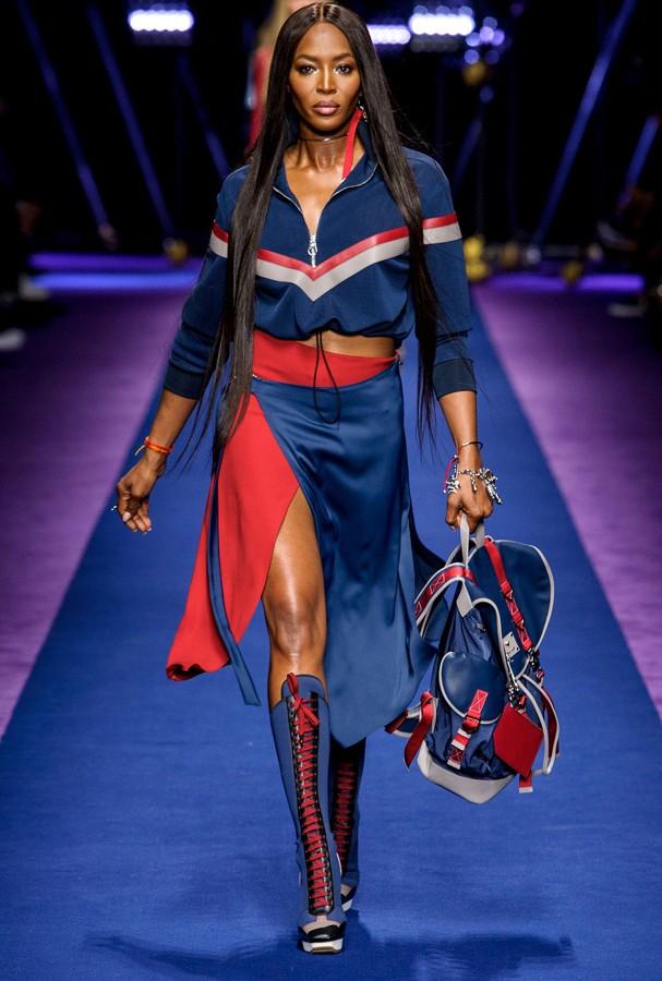 Naomi Campbell no desfile da Versace (Foto: Imax Tree)