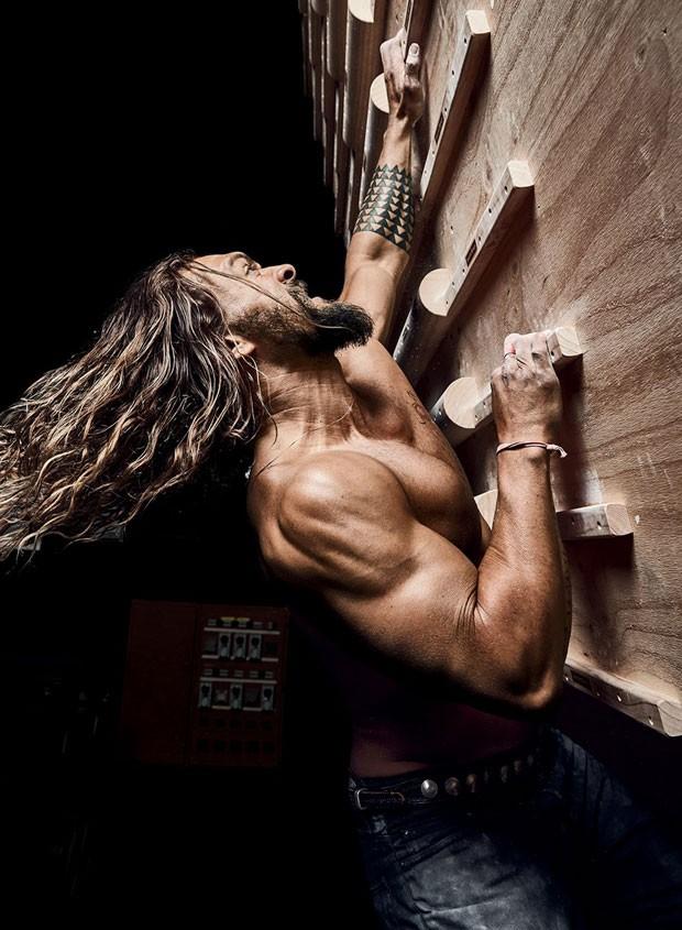 Jason Momoa: músculos definidos com escalada (Foto: Divulgação)
