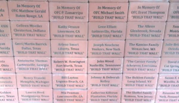Muro comemorativo que poderá ser colocado na fronteira do México (Foto: Reprodução)