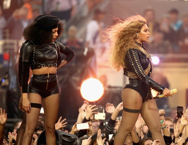 Beyoncé durante apresentação no intervalo do Super Bowl (Foto: Christopher Polk/Getty Images/AFP)